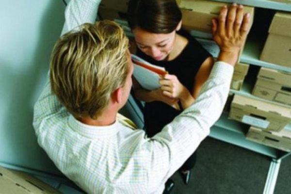 donna molestata a lavoro da un dipendente
